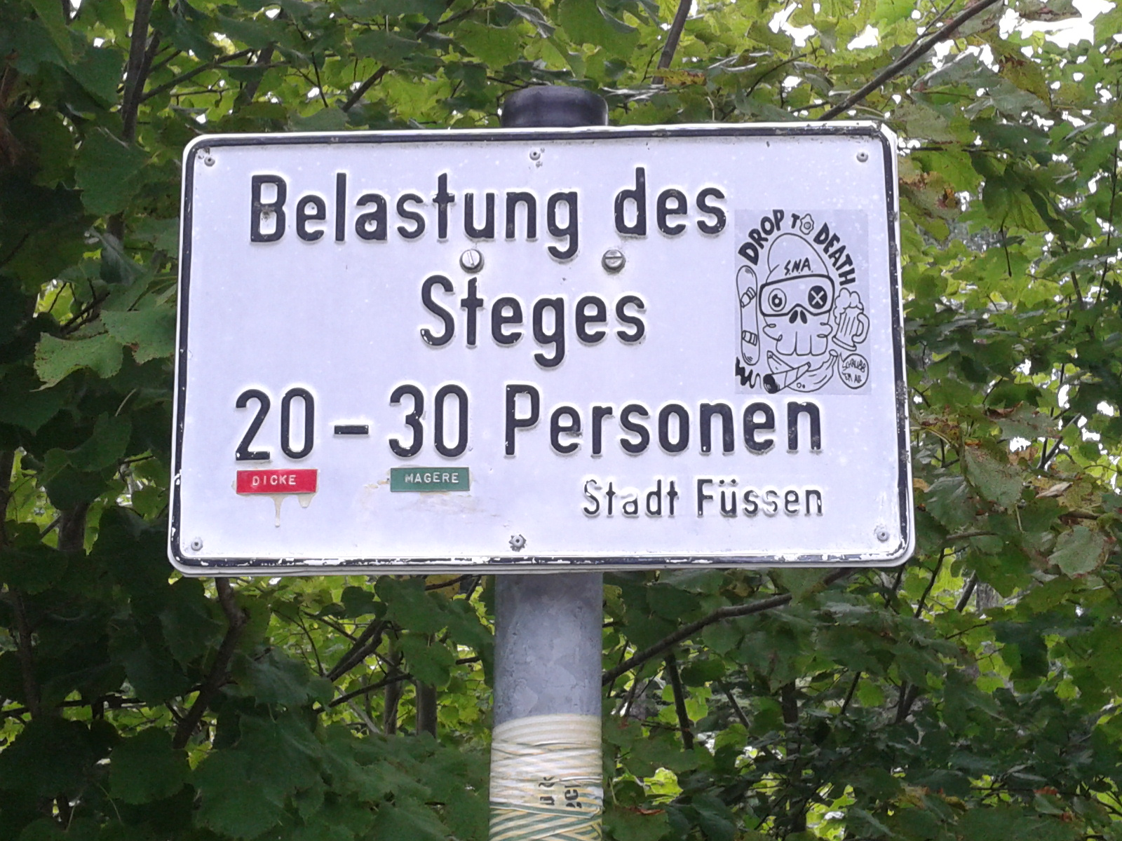 mean sign: 20 fat or 30 thin people allowed on a bridge