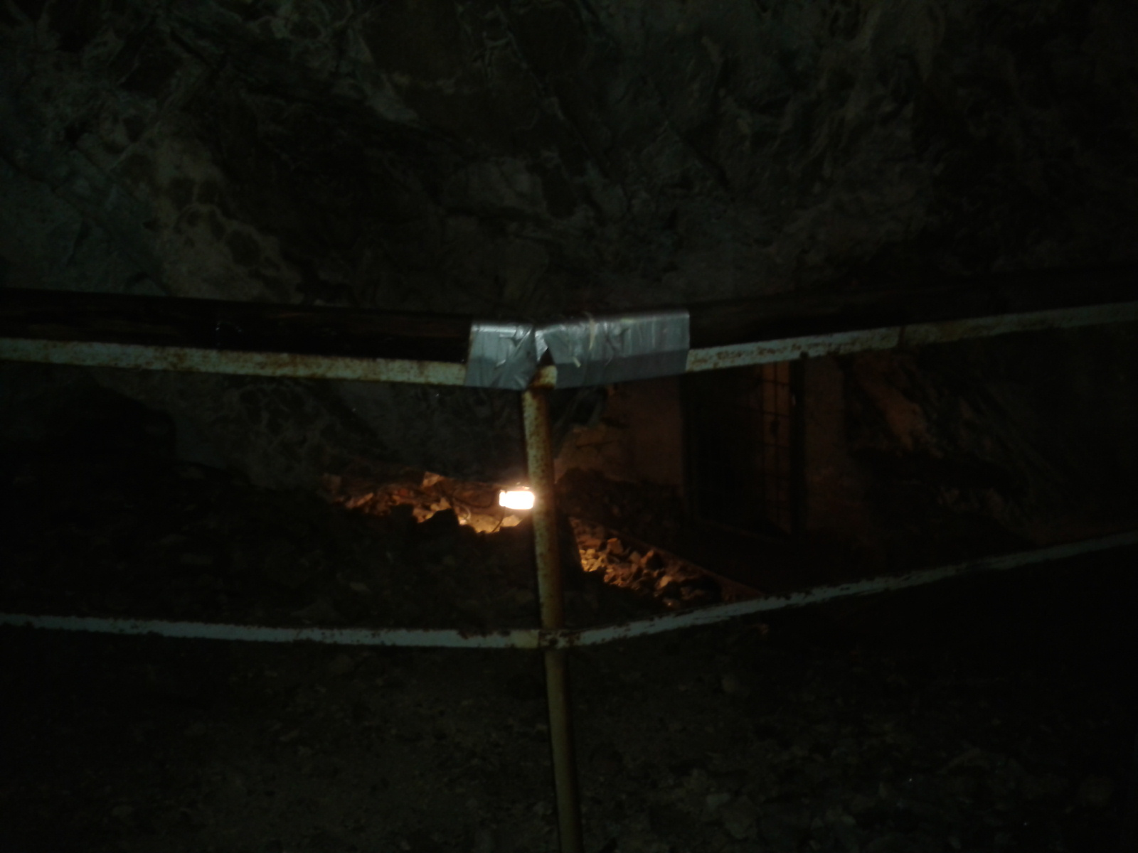 Duct tape holds the world together (Nixhöhle in Niederösterreich)